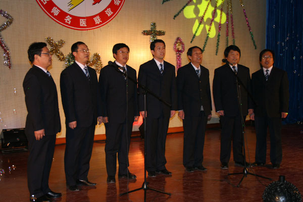 男生小合唱《游击队之歌》《打靶归来》:孙兆刚等七位省市级名师-